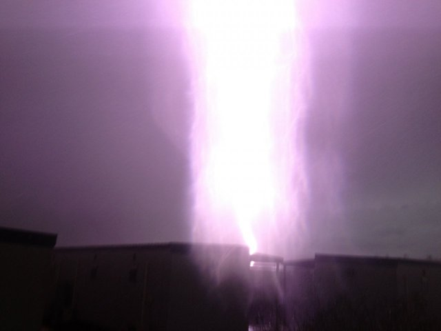 todays lightning show in the pilbara picture plus a very close call video
